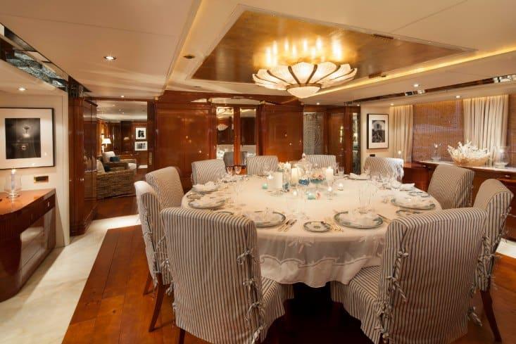 MY-Starfire-Main-Deck-Dining-11