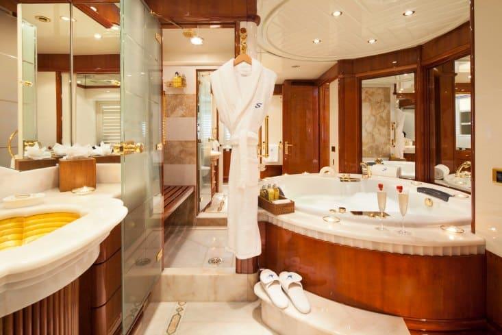 MY-Starfire-Main-Deck-Master-Bath-11